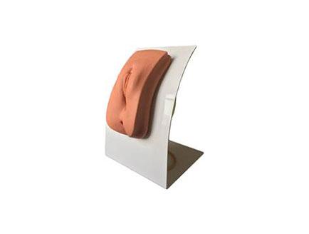 ZMJY/H-0019着装式女性导尿模型                                                ● 模拟真实导尿操作训练,外生殖器造型逼真,能够进行真实的导尿和外阴护理操作。                             ● 通过支架固定,可放在桌上操作。
